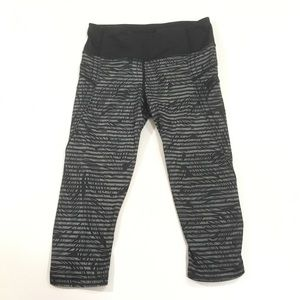 Lululemon Crop Leggings black gray feathers